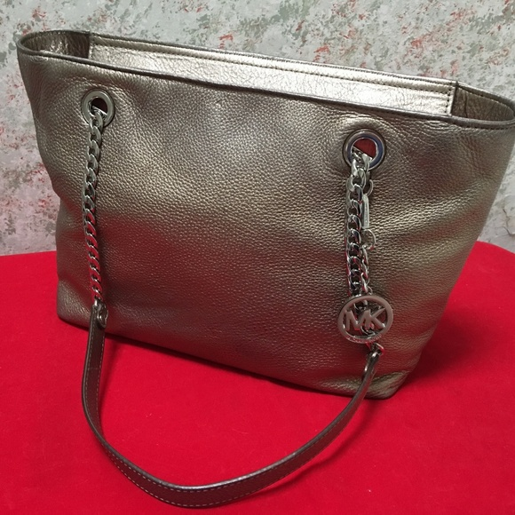 Michael Kors Handbags - MICHAEL KORS Metallic Leather JET SET Chain Tote
